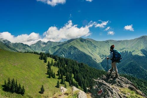 登山家「緑のブーツ履いた死体があるからルート間違ってないな」←コレwwwww